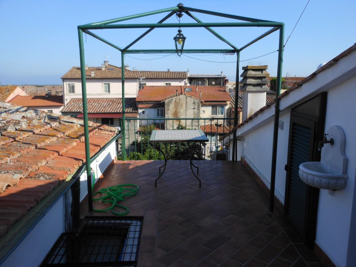 Orbetello appartamento in palazzina storica agenzia immobiliare capitan cook porto - Agenzia immobiliare orbetello ...