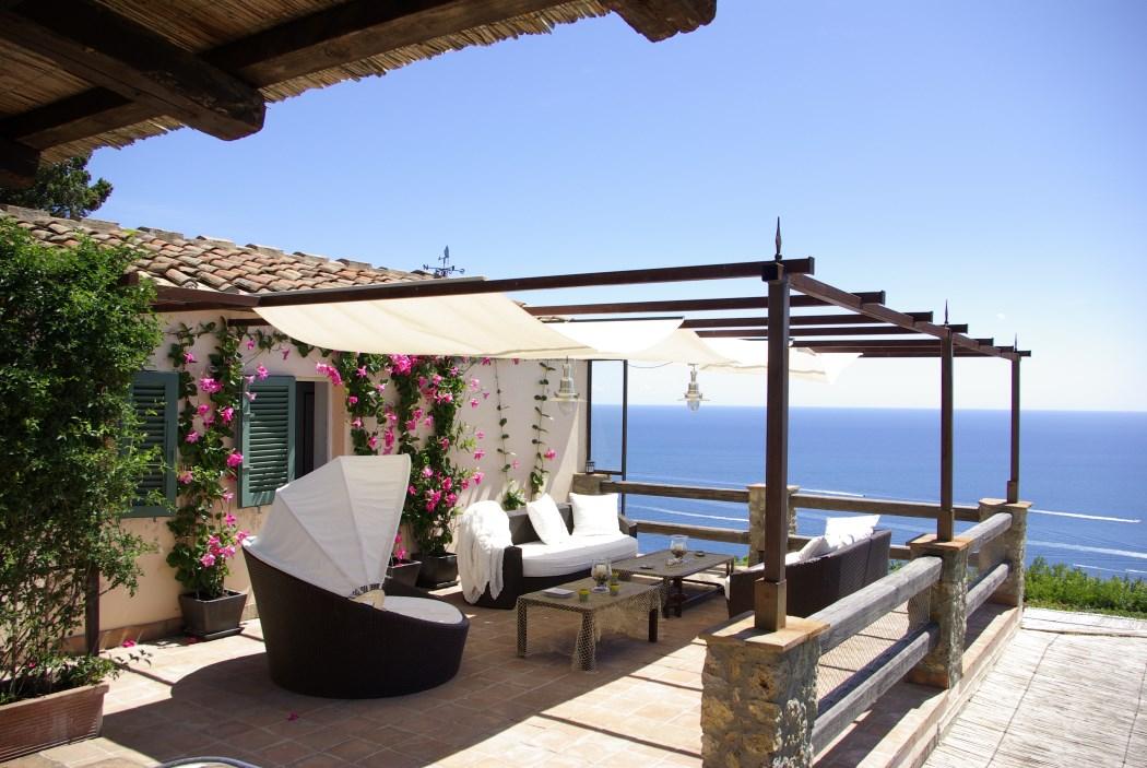 Vendita villa con piscina, stupenda vista mare, terreno ha 20, in una delle più belle baie dell'Argentario. Argentario. 12/13 posti letto