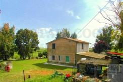 Vendita casale con annessi 450mq e terreno 19ha a Capalbio Maremma, possibilità di PMAA.