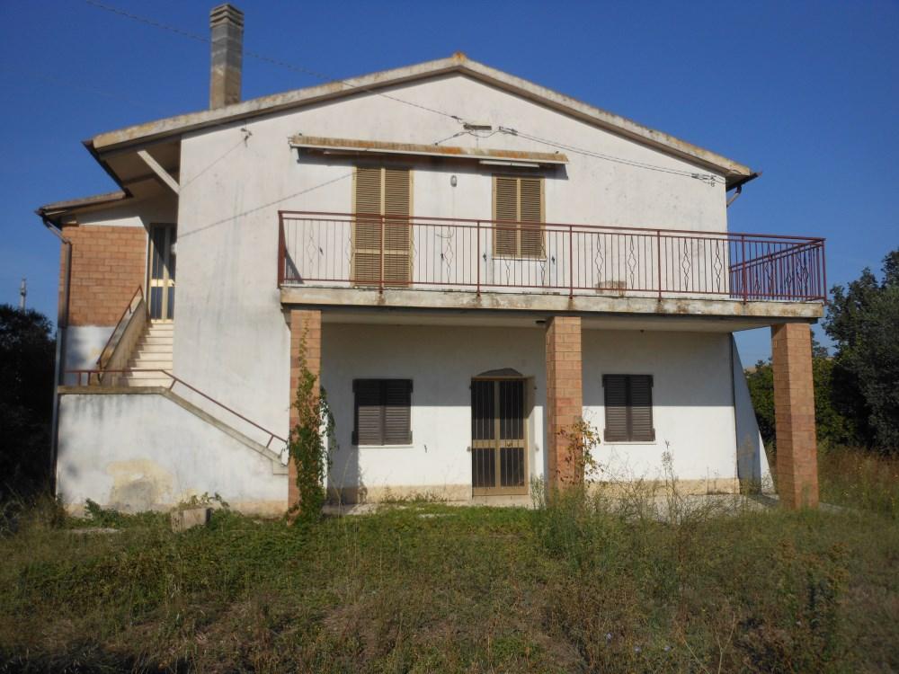 Vendita casale panoramico con laghetto, Pescia Fiorentina