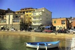 Vendita attico sul porto con stupenda vista mare,  terrazza 40 mq, garage. Porto Ercole