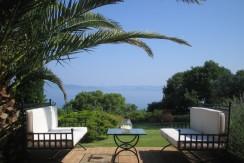 Vendita elegante villa con giardino, vista mare. Porto S. Stefano