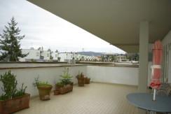 Luminoso appartamento con grande terrazzo in zona Neghelli. Arredamento elegante