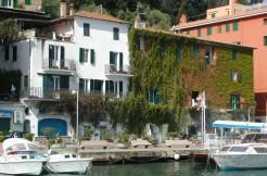 Rifinitissimo appartamento sul porto con splendida vista e terrazzo. Porto Ercole
