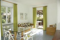 Appartamento in condominio di vacanze, con terrazzo vivibile e ombreggiato. 4/5 posti letto. Porto Ercole