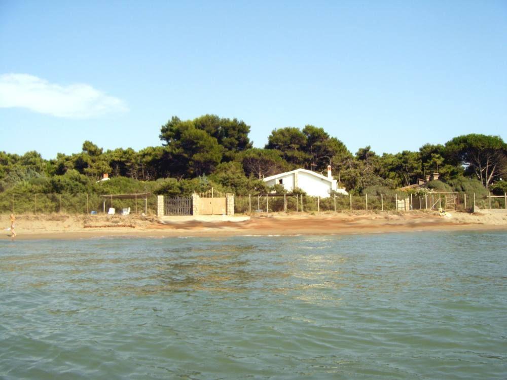 Villa sul mare con spiaggia privata giannella for Disegni della casa sulla spiaggia