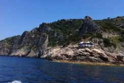 Esclusivo appartamento con discesa mare, stupendo panorama, piscina e portiere. Porto S. Stefano. Panoramica.