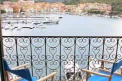 Affitto caratteristico appartamento con stupenda vista mare e terrazzi al paese vecchio di Porto Ercole. 6 posti letto