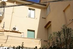 Appartamento pochi metri dal porto, in caratteristica palazzina, da ristrutturare. Porto Ercole