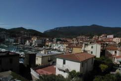 Oggetto unico e importante, villa al centro del porto di Porto Ercole, 200 mq.