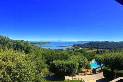 VERO AFFARE – Vendita villino con piscina vista mare, terrazzo e giardino, immerso nel verde. Monte Argentario