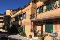 Appartamento con terrazzo, vista mare, 2 posti auto, 3 camere. Porto Ercole