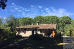 Vendita villa a pochi metri dalla spiaggia della Feniglia, in pietra, con giardino a Porto Ercole Argentario