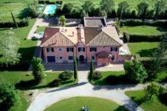 """Vendita """"Villa la Sugheraia"""", elegante casale – villa con piscina vicino al mare. Maremma. Zona Argentario. In vendita o per affitto"""