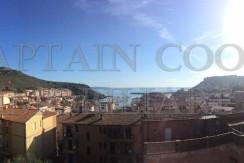 Attico con stupenda vista mare e ampi terrazzi. Ristrutturato. Porto Ercole