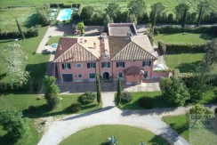 Vendita elegante casale- villa con piscina vicino al mare. Maremma. Zona Argentario. In vendita o per affitto
