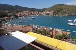 Vendita appartamento con terrazzo vista mare, paese vecchio. Porto Ercole