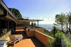 Vendita villa in pietra con stupenda vista mare, in collina di fronte a Cala Galera. Porto Ercole