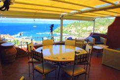 Vendita elegante appartamento con stupenda vista, terrazzo, piscina, tennis, posto auto. Porto S. Stefano