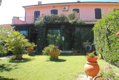 Vendita appartamento in casale con giardino vicino spiaggia Argentario Maremma Orbetello