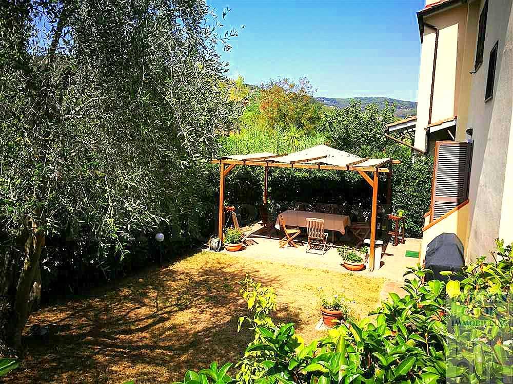 Vendita villino-appartamento con terrazzo, giardino, garage e posto auto. Porto Ercole. Ottimo interior designer