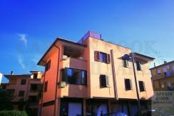 Vendita appartamento-trilocale centrale con 2 terrazze, centrale, luminoso. Porto Ercole
