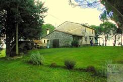 Vendita azienda agricola con casale e annessi 800mq, progetto per ampliare ulteriori 1200 mq abitativi, terreno 85 ha a Capalbio Maremma