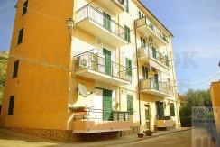 Vendita appartamento con balcone, vicino al porto, piano rialzato. Porto Ercole