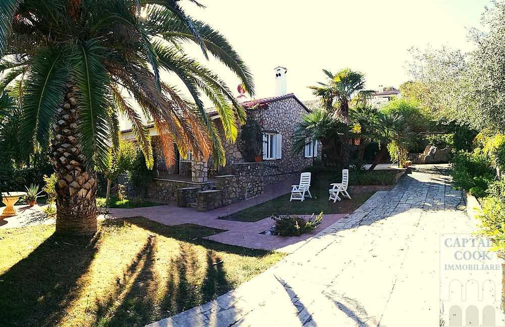 Vendita villa con vista laguna, giardino e posti auto. Porto Ercole. Orbetello. Argentario