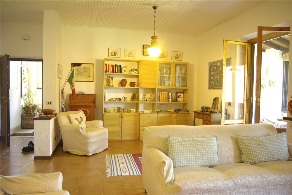 Affitto appartamento periodo estivo o annuale per vacanze, salone, cucina, 3 camere, 2 bagni, terrazzo, giardino. Porto Ercole