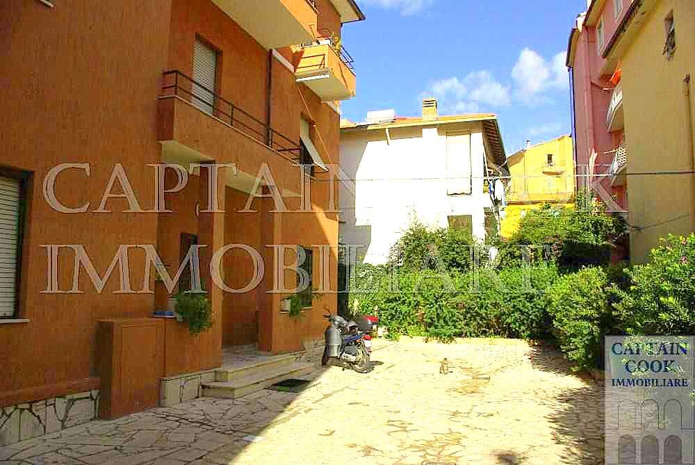 Vendita appartamento con posto auto, adiacente al porto. Porto Ercole