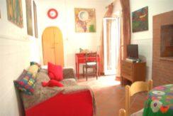 Vendita appartamento centralissimo con piccolo terrazzo. Porto Ercole