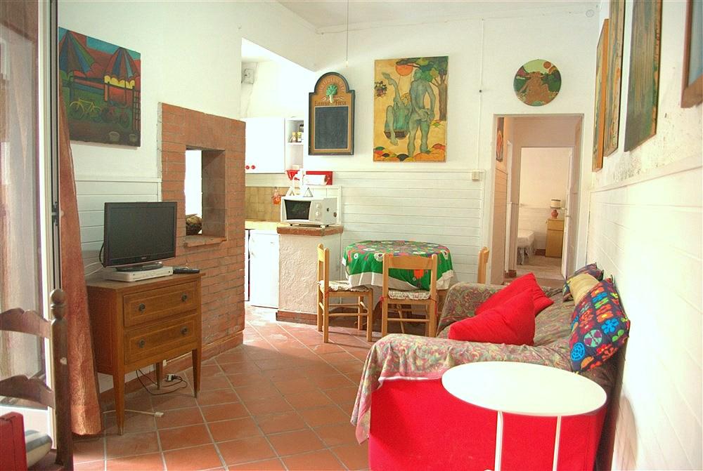 Vendita appartamento centralissimo con terrazzo. Porto Ercole. Da ristrutturare
