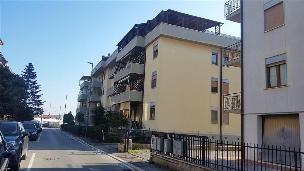 Vendita appartamento con balcone albinia orbetelloagenzia immobiliare capitan cook porto ercole - Agenzia immobiliare orbetello ...