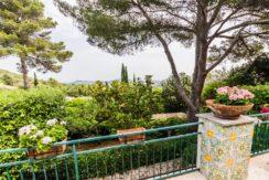 Vendita villa vista mare vicino alla spiaggia, giardino, posti auto. Ansedonia. Argentario