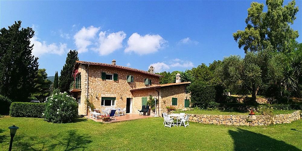 Vendita villa in pietra con giardino in campagna a Porto Ercole. Argentario