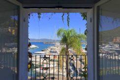 Vendita appartamento sul lungomare del porto, stupenda vista sul mare, posto auto, palazzo storico. Porto Ercole – Argentario