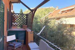Vendita appartamento con terrazzo, in condominio di vacanza a pochi passi dal porto di Porto Ercole