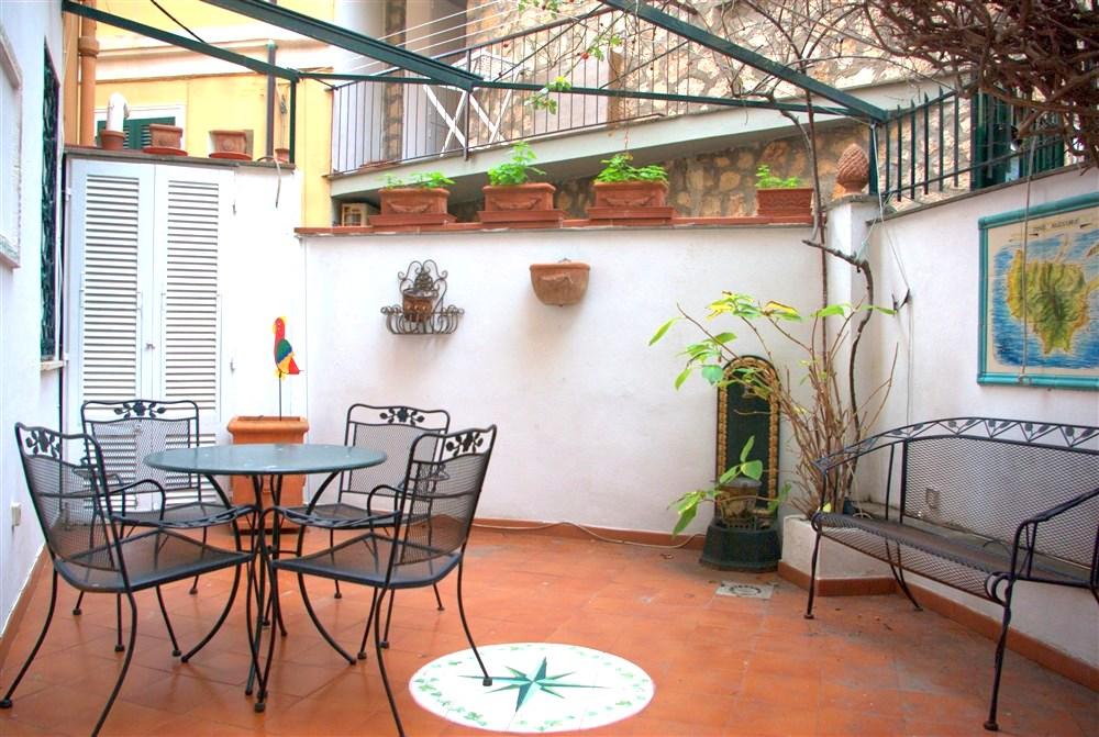 Vendita appartamento con ampio terrazzo. Porto Ercole