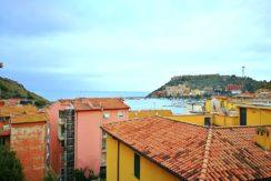 Vendita appartamento con vista mare e terrazzo. Vicino al porto di Porto Ercole. Argentario