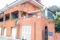 Vendita appartamento bilocale, al centro del paese di Porto Ercole, a pochi passi dal porto. Argentario