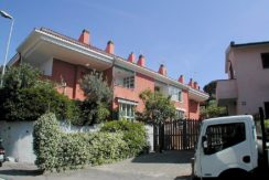 Vendita appartamento con terrazzo coperto vicino al lungomare a Porto Ercole