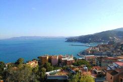 Vendita appartamento con stupenda vista mare, terrazzo e 2 posti auto a Porto S. Stefano