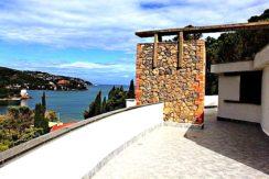 Vendita villa in pietra, vista mare vicino la spiaggia a Porto S. Stefano da ristrutturare