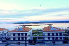 Vendita appartamento con terrazzo, vista laguna e garage a Orbetello