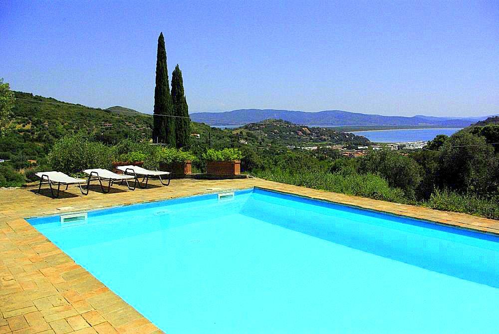 Vendita villa con piscina, vista mare e parco nella campagna di Porto Ercole Argentario