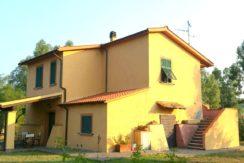 Vendita casale con annessi 300mq e terreno 3ha a Capalbio Maremma