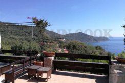 Vendita appartamento villino con vista mare terrazzi piscina spiaggia privata posto auto a Porto Ercole