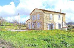 Vendita casale con annesso e terreno ristrutturato a Capalbio Maremma