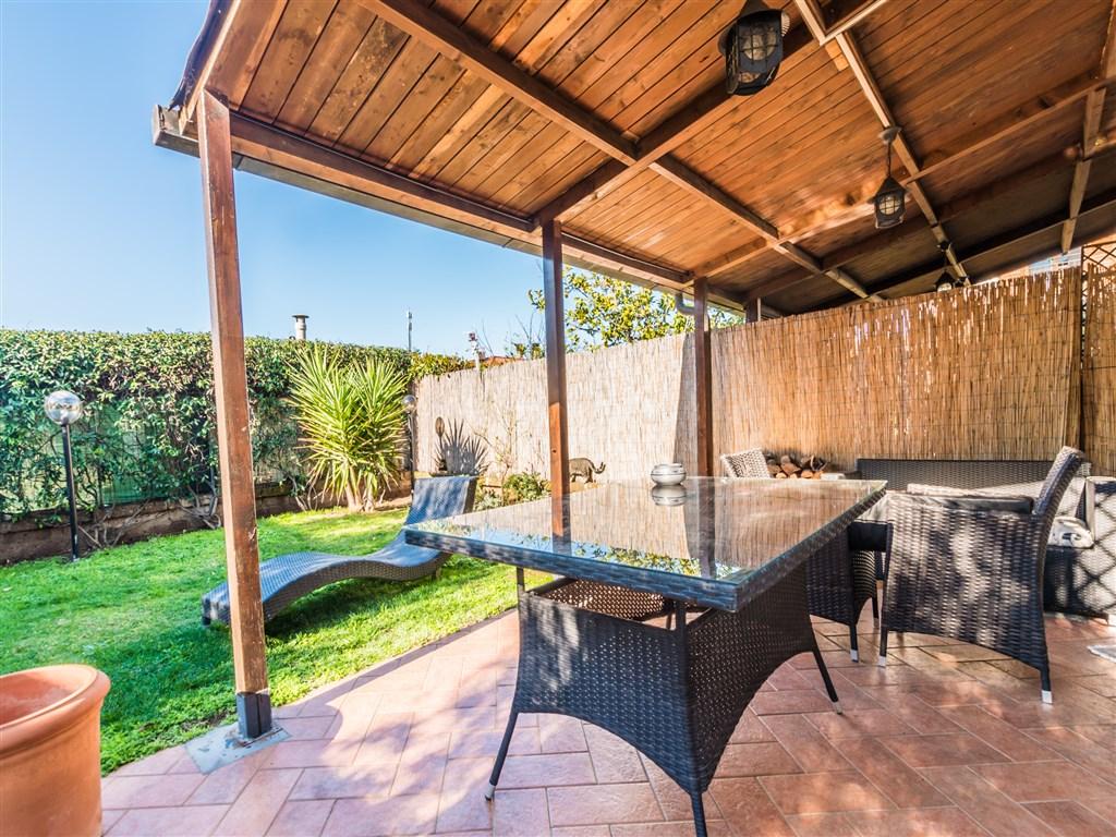 Vendita villino con giardino e terrazzi a orbetello scaloagenzia immobiliare capitan cook porto - Agenzia immobiliare orbetello ...